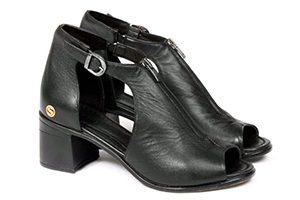 کفش بزرگ پا زنانه باغ سپهسالار